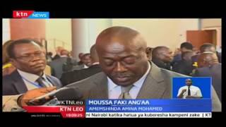 Moussa Faki ampiku Balozi Amina Mohamed kwenye kinyanganyiro cha AUC