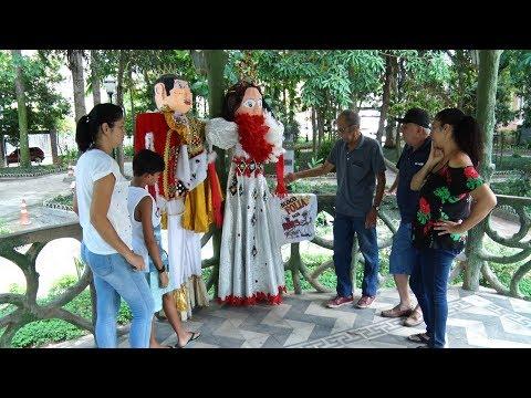 Família de Cantagalo se prepara para desfilar com o próprio bloco