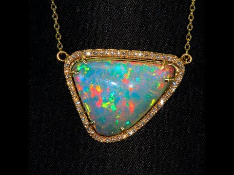 Opal Pendant In 18kt Yellow Gold 15.37 Carats
