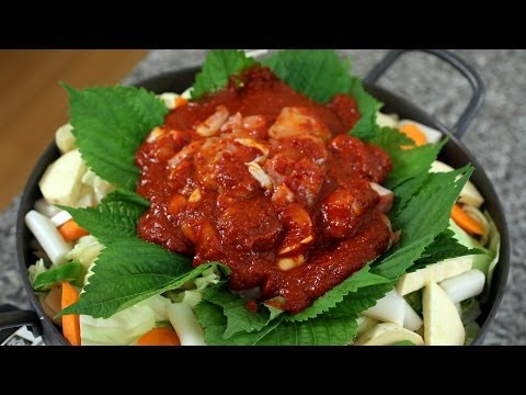 Spicy grilled chicken and vegetables (Dakgalbi