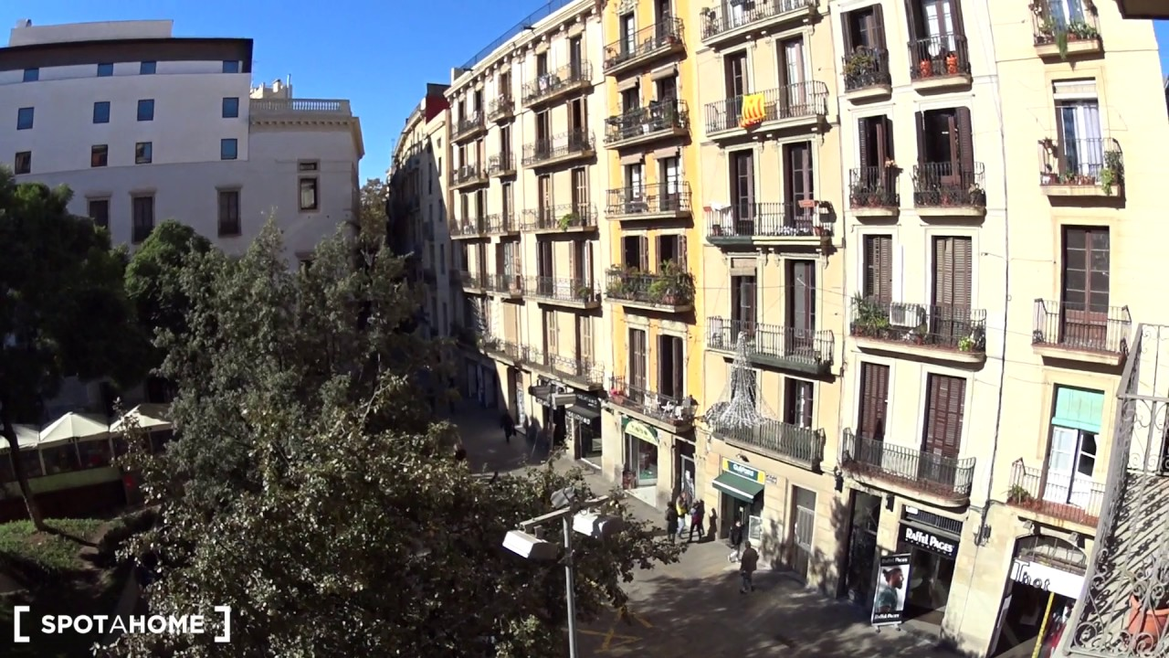 3-bedroom apartment with AC and balcony for rent in Ciutat Vella, city center