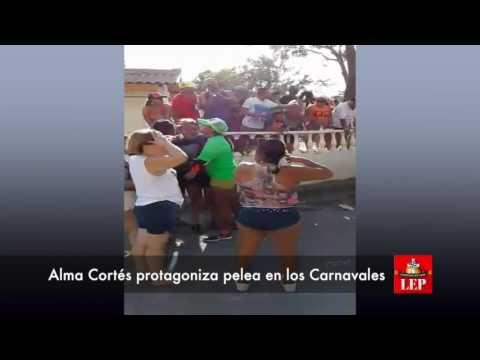 Alma Cortés protagoniza pelea en los Carnavales de San Carlos