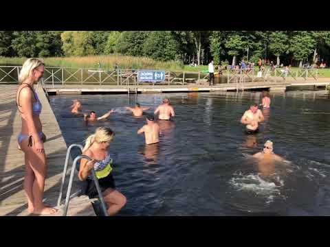Wideo1: Morsy z klubu Yeti Leszno zainaugurowały sezon jesienno-zimowych kąpieli