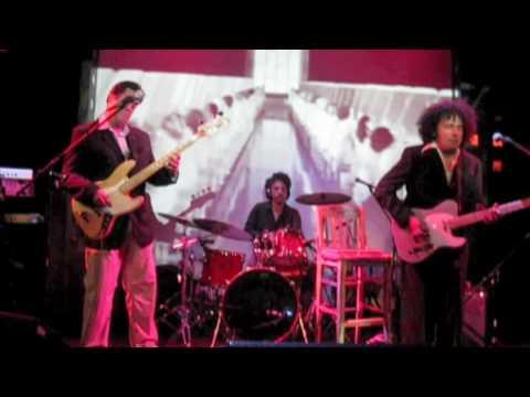 """Los Crema Paraíso, """"El Catire"""" live."""