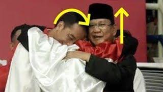 Pakar Gestur Lihat Perbedaan Ekspresi Jokowi dan Prabowo saat Berpelukan dengan Balutan Merah Putih