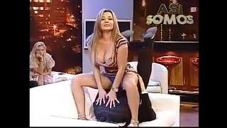 Download Video Así Somos: Pilar Ruiz y Eduardo Fuentes haciendo el sofá-sutra MP3 3GP MP4