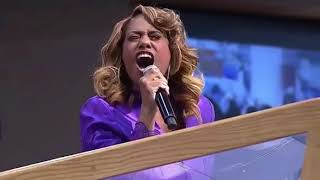 Jennifer Holliday / Climbing Higher Mountains / Aretha Franklin Home Going