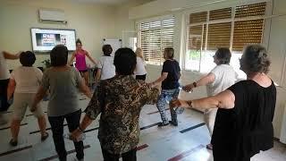 Λίγο τραγούδι και γυμναστική / Singing and exercising