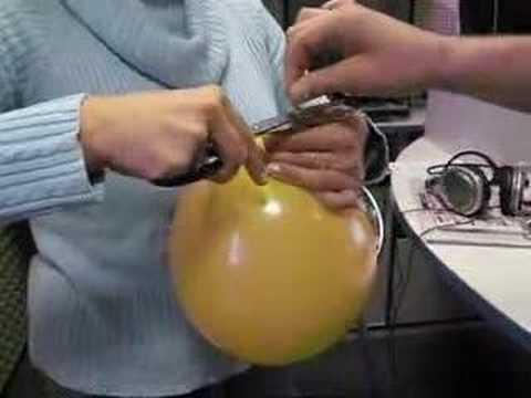 Mask mula sa gulaman sa mukha na may karbon