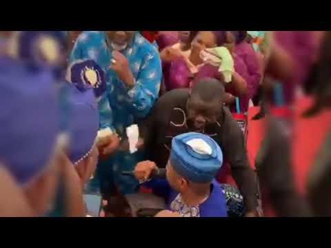 Ayefele mesmerises Dino Melaye at his mother's burial
