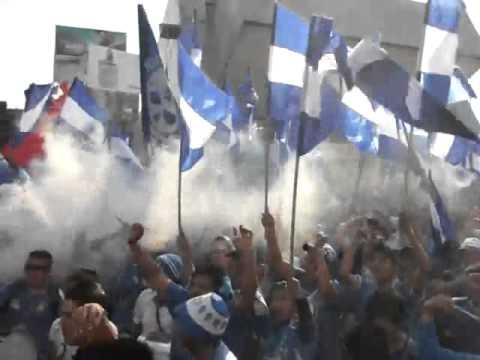 """Azules rumbo al estadio AZUL!!!!"" Barra: La Sangre Azul • Club: Cruz Azul"
