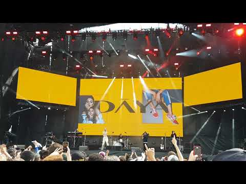 Chainsmokers ft. Daya - Don't Let Me Down (live)