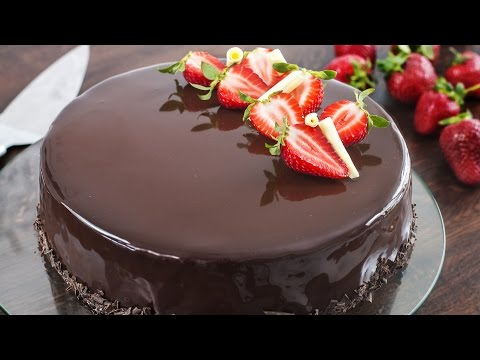 Video Strawberry Chocolate Mirror Cake