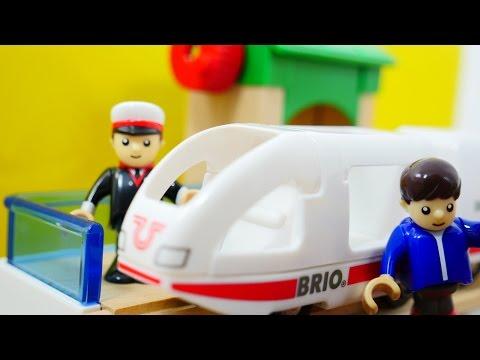 Видео для детей - поезда и машинки - Железная дорога Брио