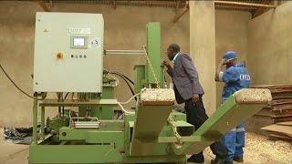 Rwanda, Transformation des déchets en combustible. (#025)
