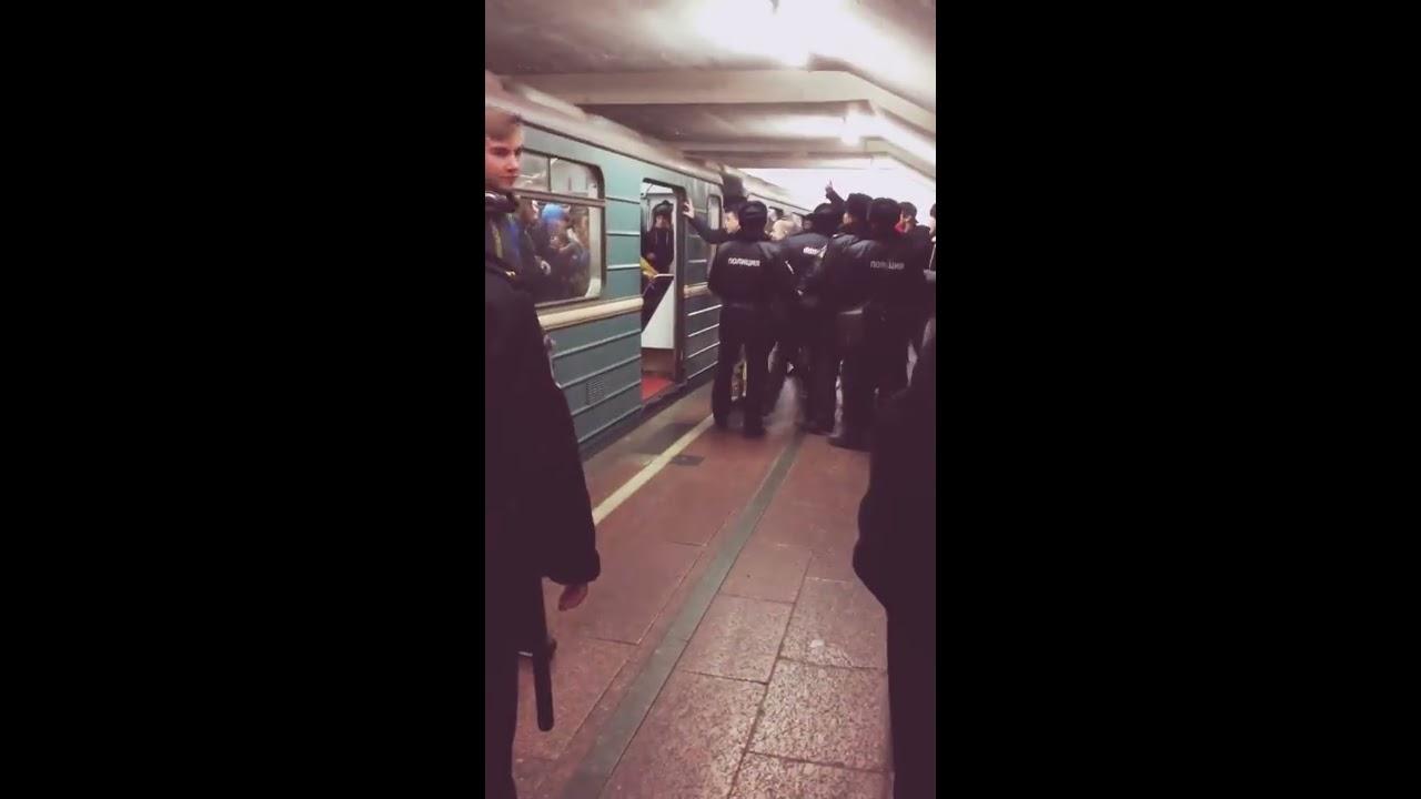 Драка фанатов Спартак - ЦСКА, на станции Таганская
