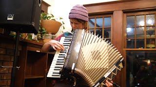 Minda Lacy music residency at Rocking Frog Cafe