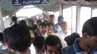 preview picture of video 'Walking in Borivali Train Station, Mumbai'