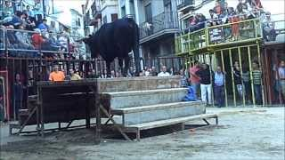 preview picture of video 'Viver toro entarimado escalera Fiestas Taurias 6 10 13 y pequeña Historia de VIVER narrada'
