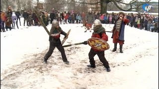Юные новгородцы скрестили мечи с суздальцами