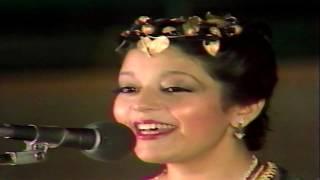 تحميل اغاني Samira Said - We Baheb - Live | 1982 | سميرة سعيد - وبحب / الحب اللي انا عايشاه - مهرجان الربيع MP3