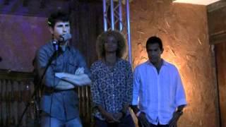 Jordan Wall, Michelle Hurd et Carlos Gomez lors de l'ouverture d'une fondation en Floride.