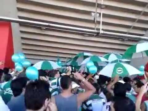 """""""La Banda de Ferro Copando RiBer"""" Barra: La Banda 100% Caballito • Club: Ferro Carril Oeste"""