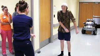 Teen Celebrates Leaving Hospital With 'Floss' Dance-Off