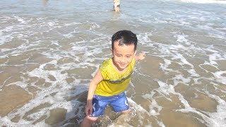 Bé Đức đi du lịch tắm biển Vũng Tàu - Chơi Đồ chơi cát - FAMILY FUN TRIP TO BEACH