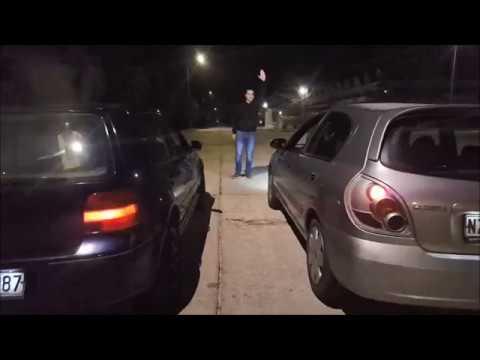 Das Öl im Wagen riecht nach dem Benzin