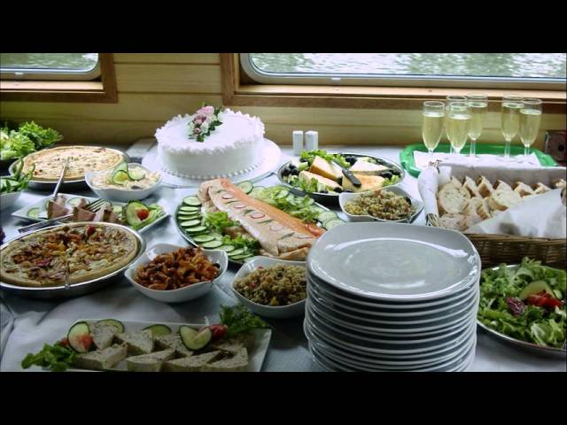 Buffet-table-decoration