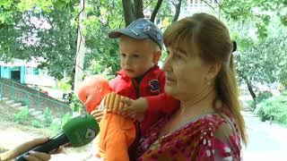 Харківських інтернет-користувачів обурило відео, на якому дві машини кружляють на дитячому майданчику
