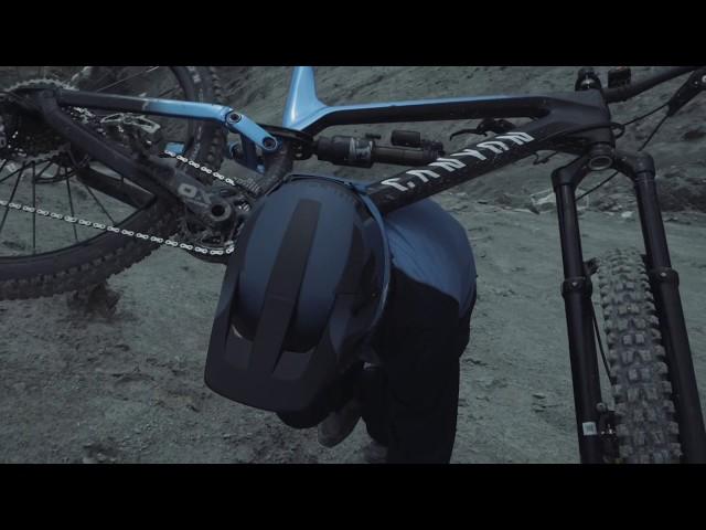 Видео Шлем Bluegrass Legit BLUE METALLIC BLACK