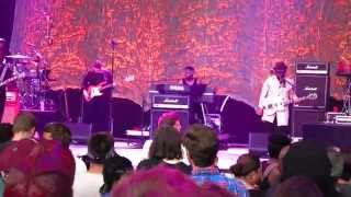 """D'angelo & The Vanguard - """"Betray My Heart / Spanish Joint"""" (Live @ Forest Hills Stadium)"""