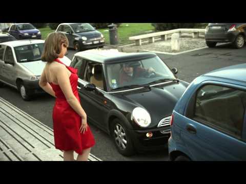 La ragazza dal vestito rosso