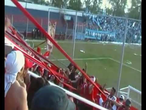 """""""Gutierres 0-1 San Martin ♫♪ Somos los pibes los que vamos a todos lados ♪♫"""" Barra: Los Leones del Este • Club: San Martín de Mendoza"""