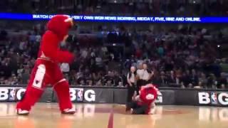 Смотреть онлайн Приколы со смешным баскетбольным талисманом
