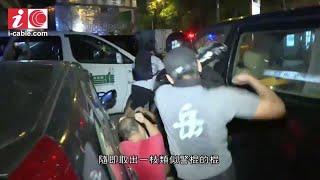 北角915 - 炮台山有人持摺椅長棍追打黑衣人 北角道有穿黑衣的年輕人與白衣的中年人打架 - 20190915 - 香港新聞 - 有線新聞 CABLE News