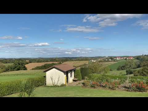 House on one level with open views of the countryside 5 minutes from Salies-de-Béarn