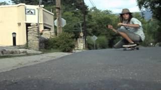 preview picture of video 'longboard en la bajada del pueblo'