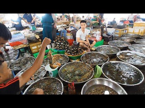 Seafood market (Cho Hai San) in Da Nang, Vietnam