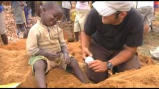 preview picture of video 'Uganda09 · Pocos medios, mucha ilusión · CDU'