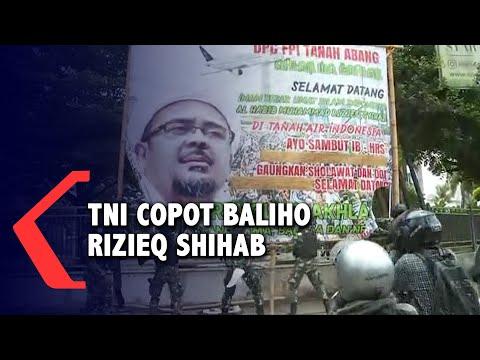 detik-detik anggota tni copot baliho rizieq shihab