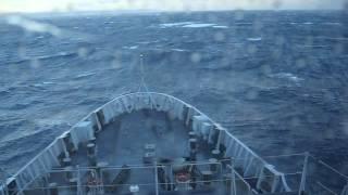 Nave Etna navigazione con mare mosso