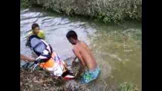 preview picture of video 'Lawak bdak batu kurau gudang m0tor dok dlam air'