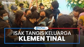 Isak Tangis Istri Klemen Tinal Pecah saat Tiba di Rumah Duka Sentosa RSPAD Gatot Subroto