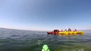 preview picture of video 'Sortie en kayak de mer avec de jeunes stagiaires NPB juillet 2014'
