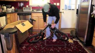 preview picture of video 'Unboxing a Dahon Speed Uno'