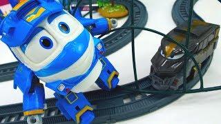 Роботы поезда ловят паровозика Дюка. Игрушки для детей