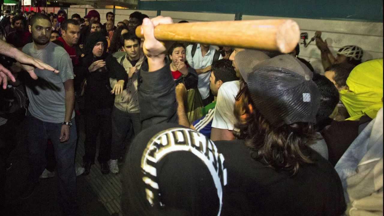Sétimo ato. Militantes do PT são hostilizados e expulsos por manifestantes na Av. Paulista.